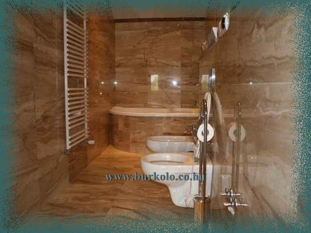 A gránit bukoló lapok használata fürdőszobai burkolatként igazi látványt nyújt