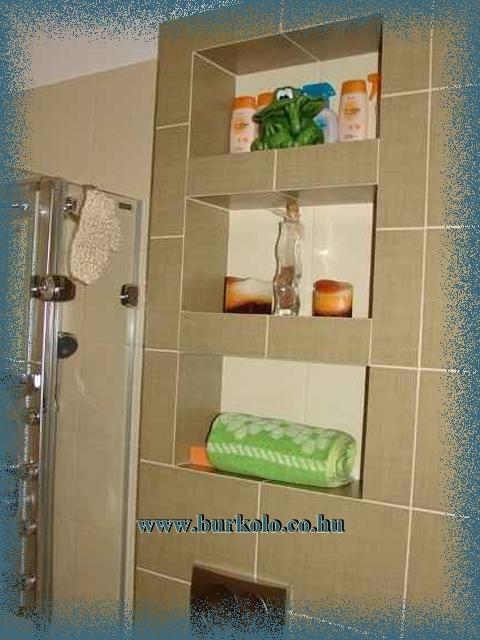 Számtalan módon variálható a fürdőszoba polc. Akár a wc felé is építhető.