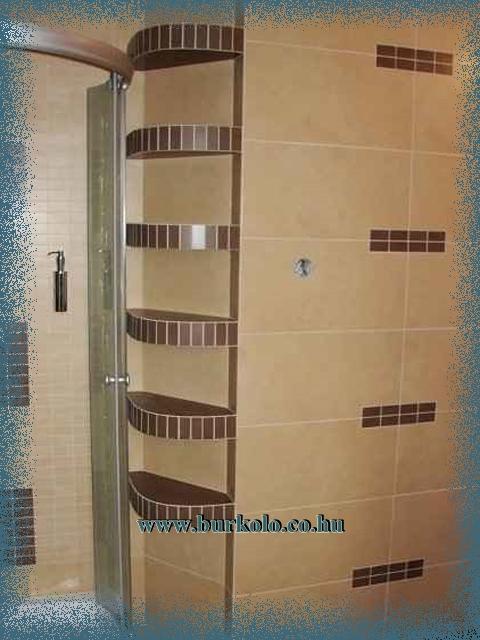 Az íves fürdőszobai polc a kihasználhatatlannak tünő helyeket is hasznossá teszi.