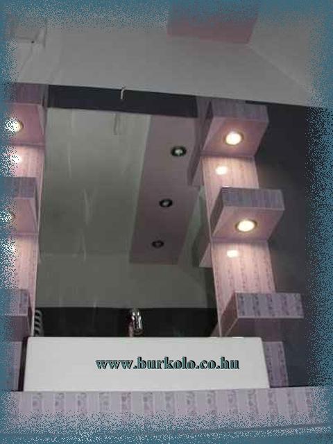 fürdőszoba polc alulró,l látható a világítás