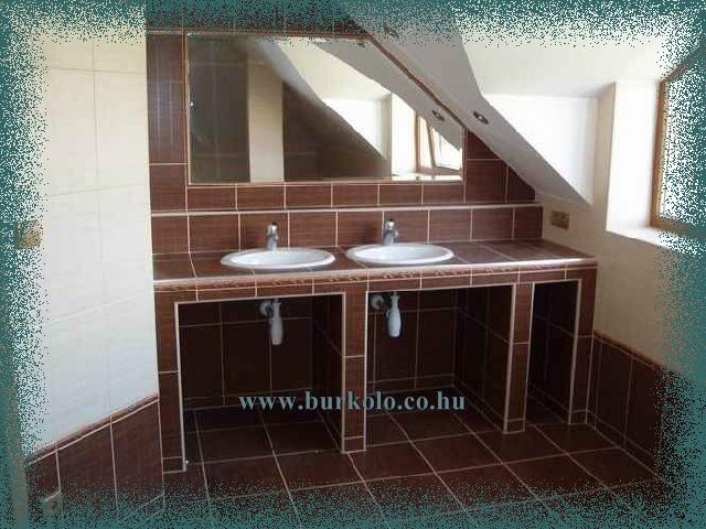 Egymás mellett kényelmesen elfér két mosdó tál