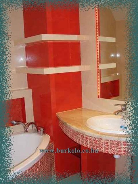 Még szűkös fürdőszobában is építhető mosdó pult. Az íves kivitel segíthet a helykihasználásban.