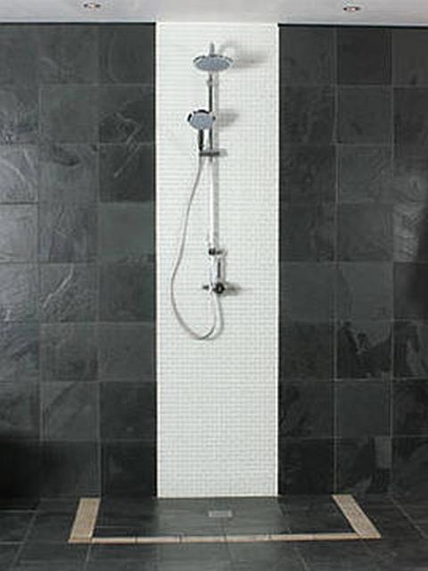 zuhanyzó üvegfal nélkül